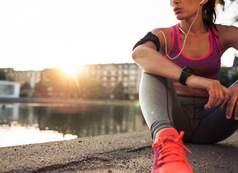 Stimmt es, dass Cardio mit leerem Magen mehr Fett verbrennt?